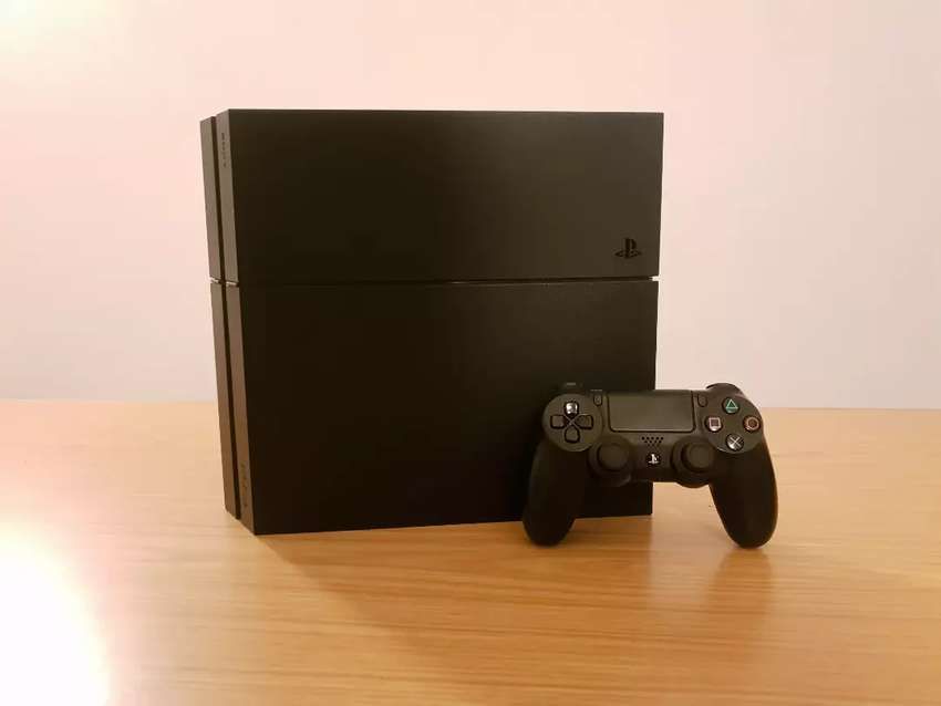 PS4 500GB + 12 Games 0