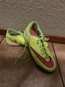 Soccer boots size 4,5 for sale