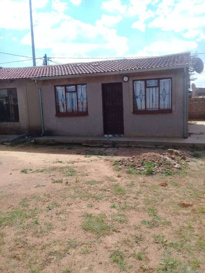 House for sale in Mohlakeng