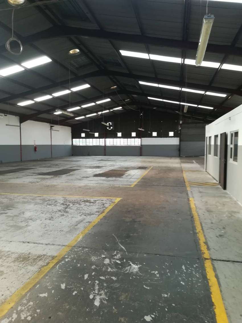 1018m2 warehouse to let in Boksburg East 0