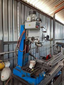 Drilling / tapping / milling machine