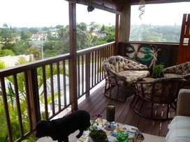 850BLUE BEND -Lovely Upmarket Penthouse Apartment Holiday Home