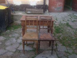 Stół z krzesłami do renowacji