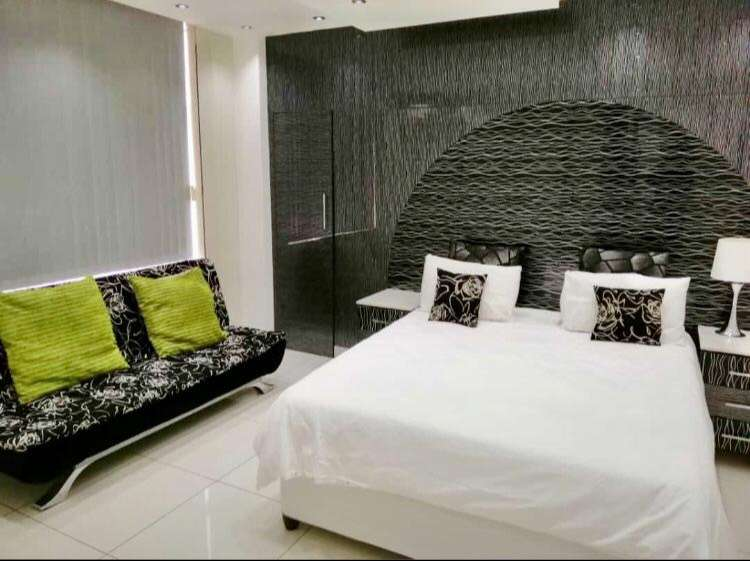 Fully-furnished Luxury self-catering Apartment in North Beach Durban 0
