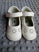 Buciki białe/ chrzest/sesja