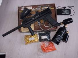 Paintball Gun ,rounds and Gas Cylinders