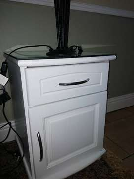 Bedside table | White with glass top