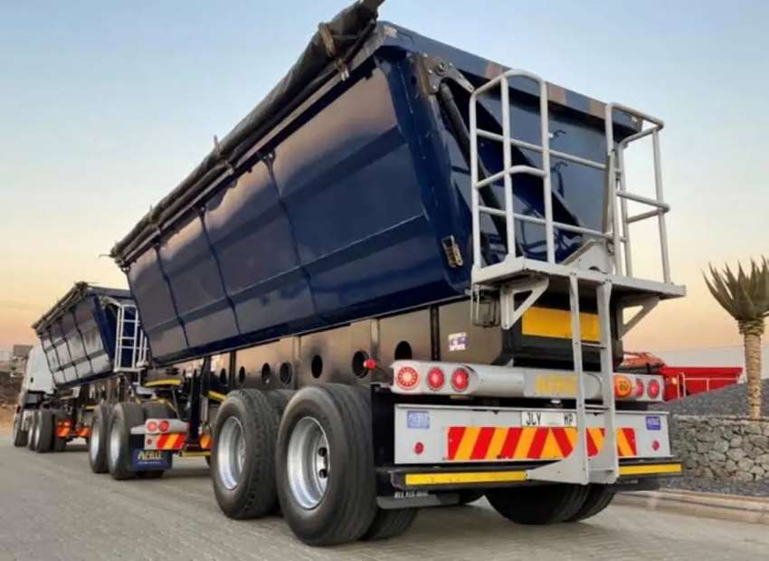 34 TON SIDE TIPPER TRUCKS FOR HIRE TO CARRY COAL.
