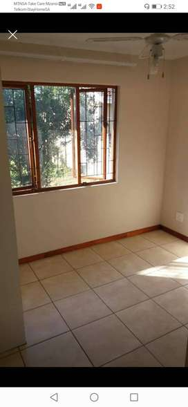 1 single room available in a 2 bedroom flat in Berea road