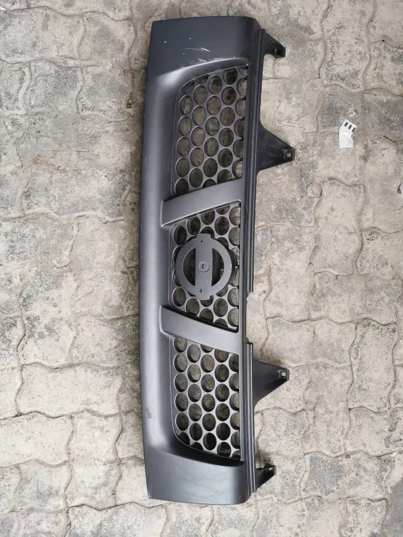 Genuine Nissan Np300 Main Grill