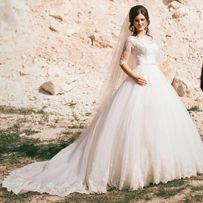 """Шикарное свадебное платье с широким кружевом """"Шантильи"""""""