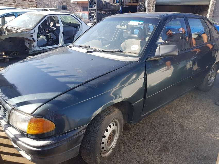 Opel Kadett 1.6 1995 stripping for spares 0