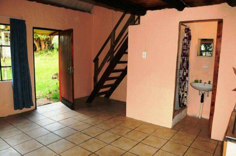 Private secure garden cottage 0