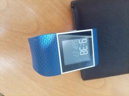 Продаю фитнес-трекер Fitbit Surge
