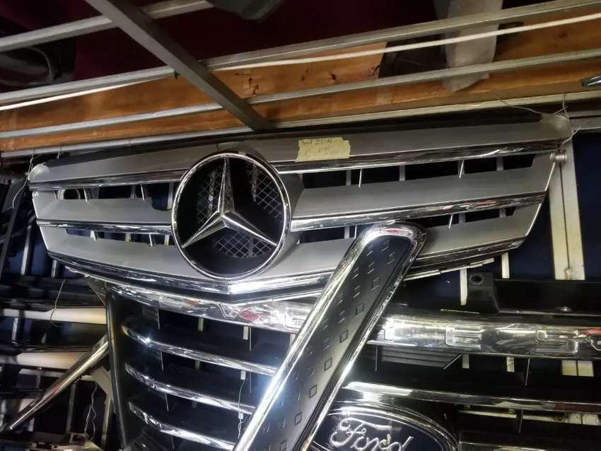 W204 face lift front grill 0