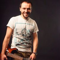 Уроки игры на гитаре Киев. Репетитор по гитаре.