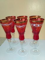 Продам рюмки красного цвета с золотой окантовкой и ручной росписью
