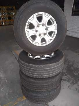 16inches Ford ranger mag AND continental tyres