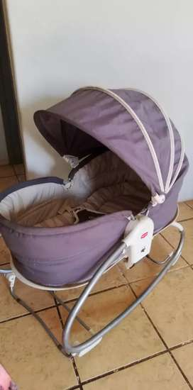 Tiny love bassinet 3 in 1 without toyarm