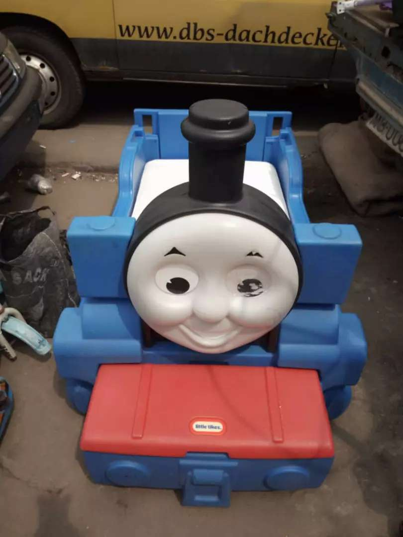 USA used little tikes thomas the tank toddler bed 0