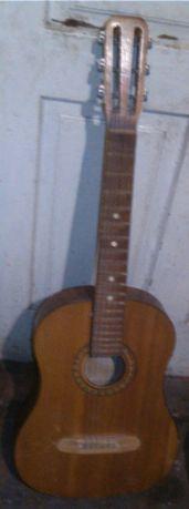 Гитара сувенирная 6-струнная из врем?н СССР,б/у,струны есть