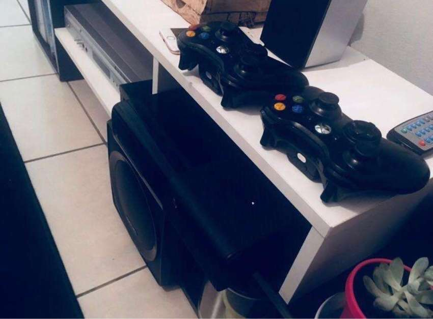 Xbox 360 with 6 games 0