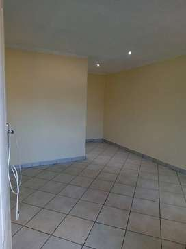 Bachelor cottage available to rent in ebony park ext2.