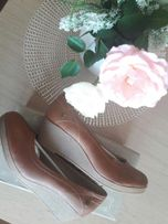 Nowe buty Carla Barson