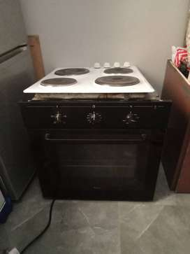 Whirlpool 4 plates stove with oven