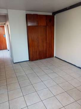Flat to let - Hillbrow