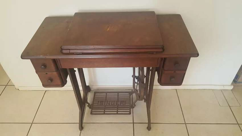 Singer sewing machine cabinet 0