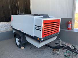 Compressor 400 Cfm and sandblasting pot