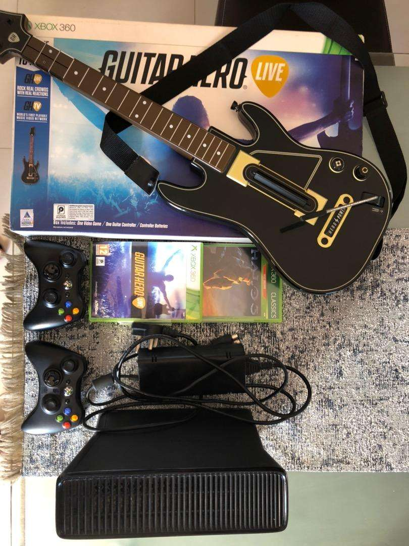 XBOX360 with guitar hero live 0