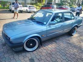 325i Bmw very good condition.i dnt spin with car so it's perfect
