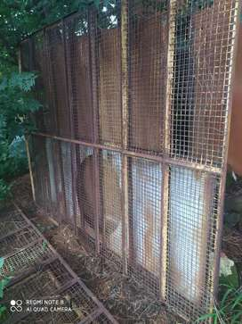Heavy mesh cage frames