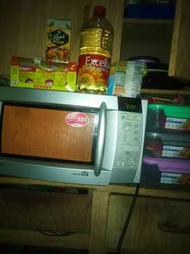 LG microwave second hand working perfectly 700