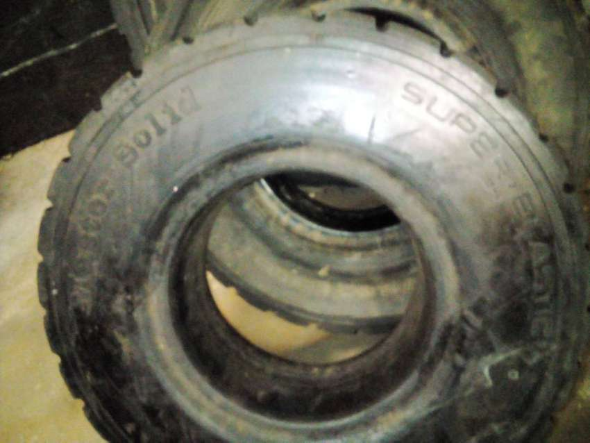 Second hand Forklift tyres for cheap 0