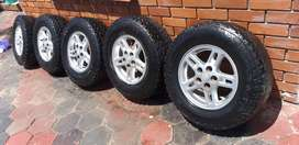 Land rover discovery rims/tires x5