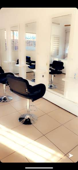 Chairs to rent in a salon