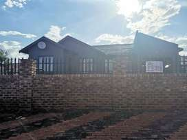 NEAT HOUSE WIT FLAT RETAL ICOME RUSTERVAAL630006