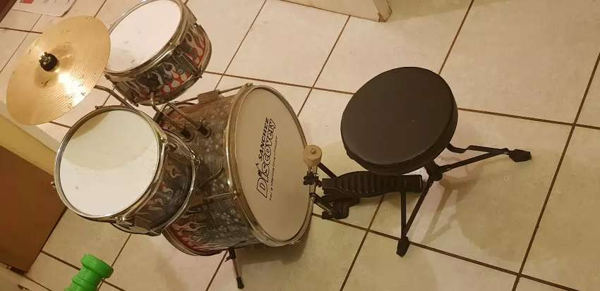 Kids drum set 0