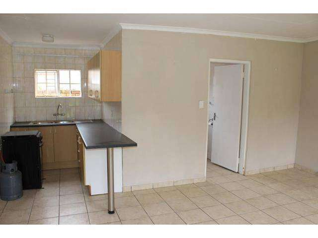 Avail imm- Witfield, 1 Bed garden cottage elec+water incl. 0
