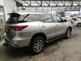 2017 TOYOTA FORTUNER 2.8 GD-6 MANUAL - CONTACT ZIYAAD