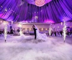 Важкий дим, холодні фонтани на перший танець.