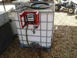 Fuel container with meter