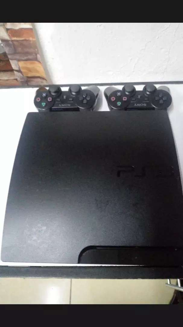 PS 3 with 2 pads 0
