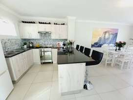 Newly renovated 2 bedroom apartment. Border of Kenilworth and Wynberg