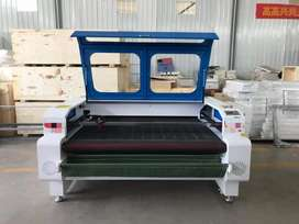 1600x1000 fabric with automatic rolling bed laser cutter