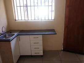 1Bedroom cottage to rent in Lombardy  West.