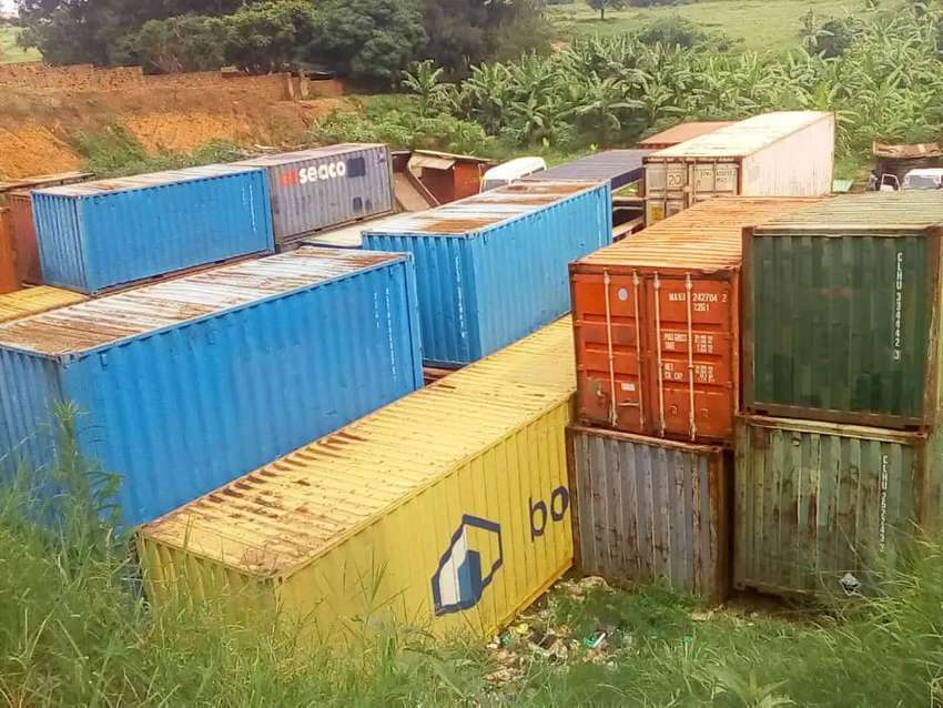Containers on sale 40ft at 12m each 0